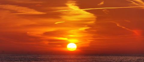Dawn_over_Oostende_cloud