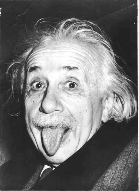 Albert_Einstein_näyttää_kieltä