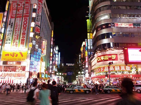 Kabukicho_central-road_night