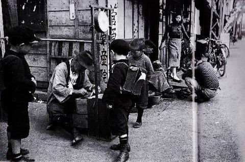 「あめ屋」横浜・山下町の風景