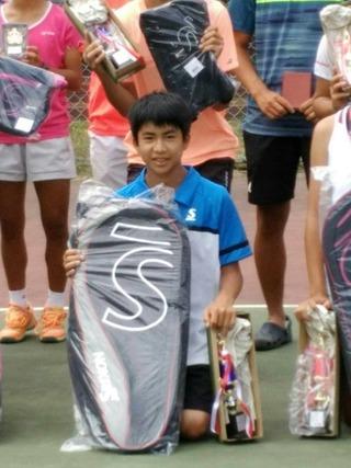 城東ジュニアテニストーナメント16歳以下男子シングルス優勝