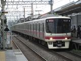 京王電鉄8000系電車(明大前駅にて、'17.06.30撮影)