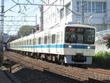 小田急電鉄8000形電車(百合ヶ丘-読売ランド前間にて、'16.10.15撮影)