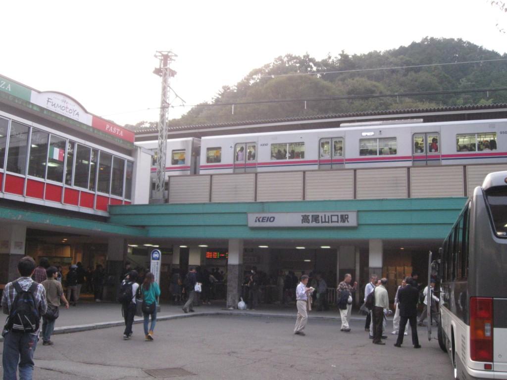 公衆便所樹里 【京王高尾線】高尾山口駅 駅舎改修前('11.10)