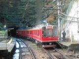 箱根登山鉄道1000形電車(塔ノ沢駅にて、'16.11.25撮影)*対向車内より撮影