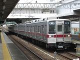 東武鉄道10000系電車(西新井駅にて、'17.04.15撮影)