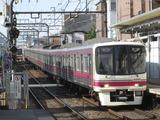 京王電鉄8000系電車(明大前駅にて、'17.12.04撮影)