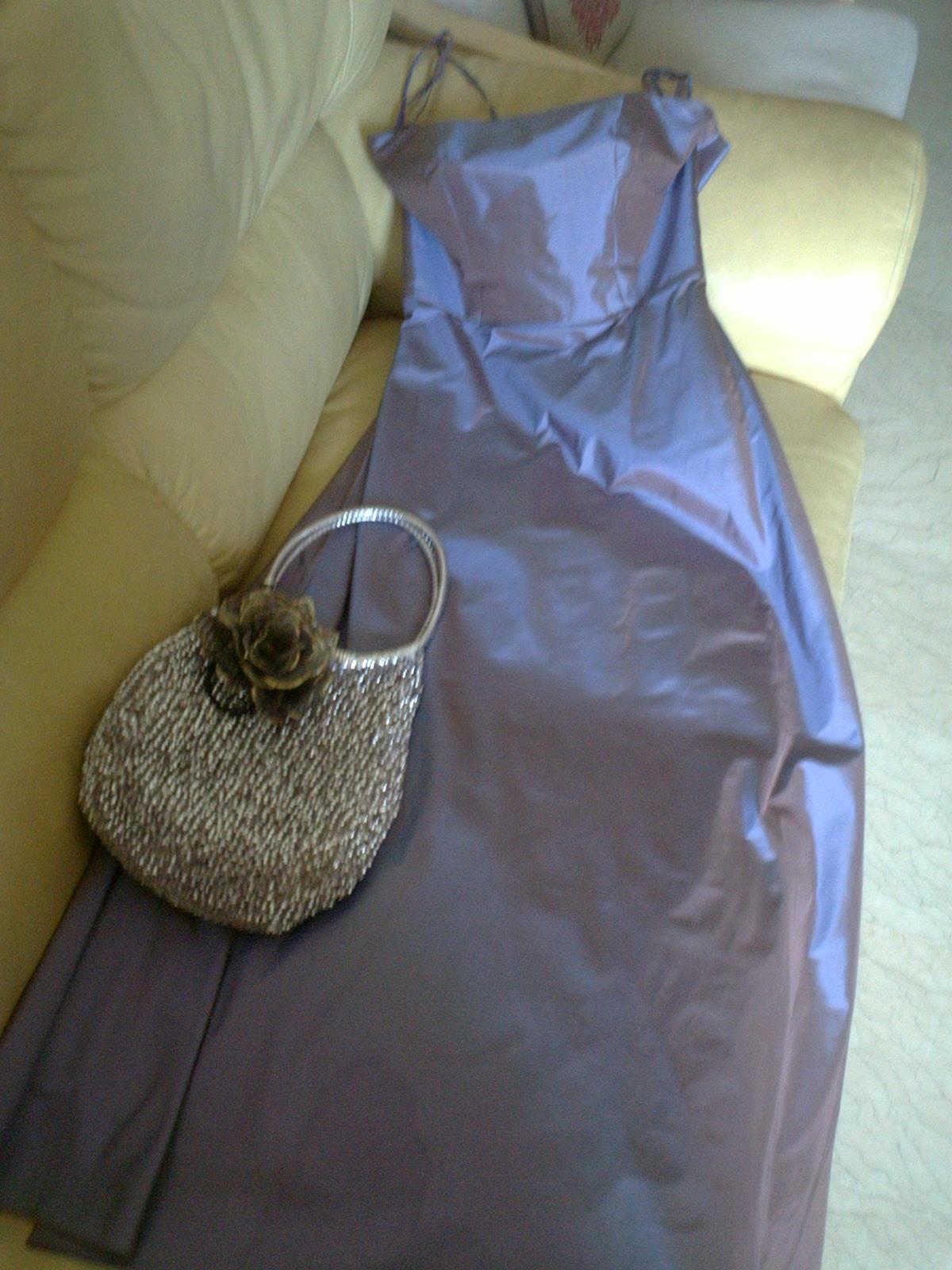 cf9f3e80d2b 土曜の夜にインドの結婚式に参加したのですが、インドのサリに対抗すべく?タンスの肥やし化しつつあったタイシルクのドレスを初めて着ることができました。