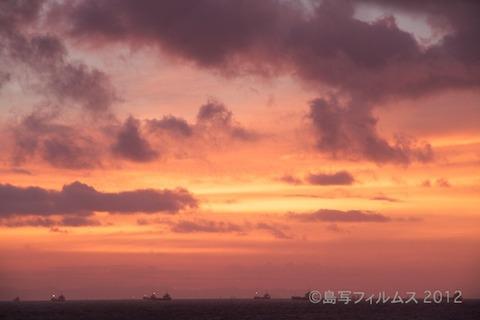 前浜サンサンビーチ_朝日_ドーンパープル_ 2012-08-28 05-11-08