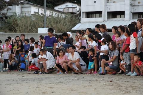 ウミガメ孵化_篠島_写真_前浜_放流_2011-09-06 18-00-46
