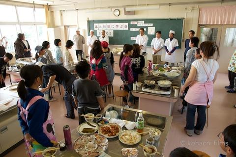 篠島観光協会_篠島小学校フグ実習_2011-11-15 11-59-58
