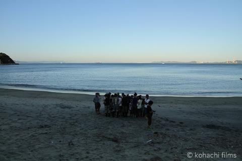 ウミガメ孵化_篠島_写真_前浜_放流_2011-09-06 17-34-46