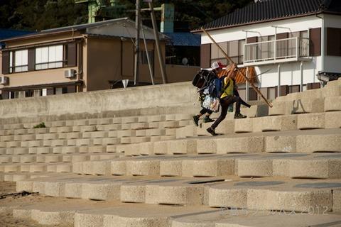 ウミガメ隊_早朝清掃_篠島小学校_2012-10-10 07-50-48