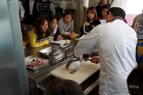 篠島観光協会_篠島小学校フグ実習_2011-11-15 09-46-53
