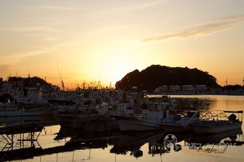 篠島漁港_夕日_漁船_2016-04-05 18-03-34