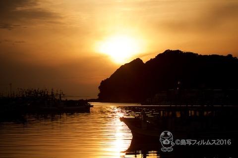 篠島漁港_夕日_漁船_2016-04-06 17-57-22