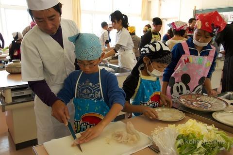 篠島観光協会_篠島小学校フグ実習_2011-11-15 10-52-15