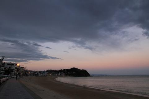 前浜の夕焼け空@三船亭2011-03-02 17-51-26