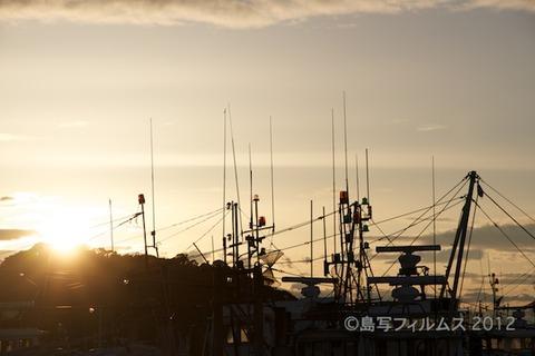 漁港_夕日_篠島_風景_写真_2012-05-03 18-08-21