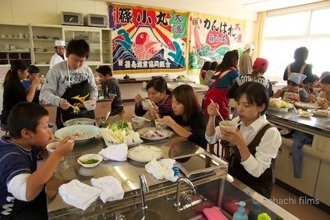篠島観光協会_篠島小学校フグ実習_2011-11-15 11-47-43