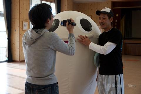 篠島まちづくり会_さらさらサラダ_しらっぴー_2011-12-25 13-45-13