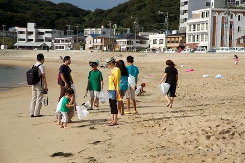 ウミガメ隊_クリーンアップ_2012-08-15 07-35-38
