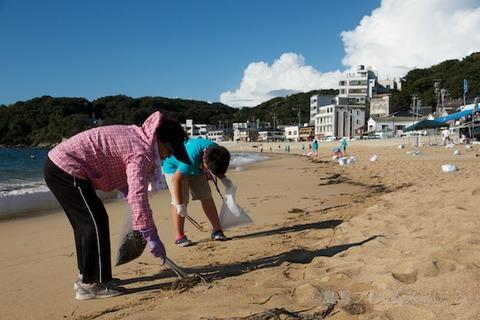 ウミガメ隊_クリーンアップ_2012-08-19 07-38-44