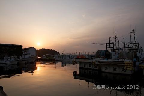 漁港_夕日_篠島_風景_写真_2012-05-05 17-57-40