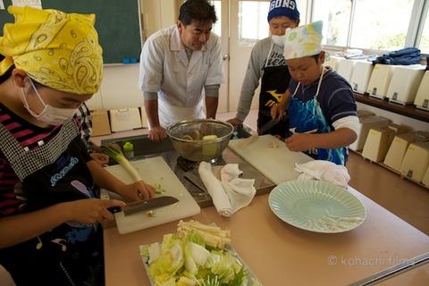 篠島観光協会_篠島小学校フグ実習_2011-11-15 10-43-48