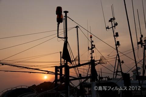 漁港_夕日_篠島_風景_写真_2012-05-05 18-03-53