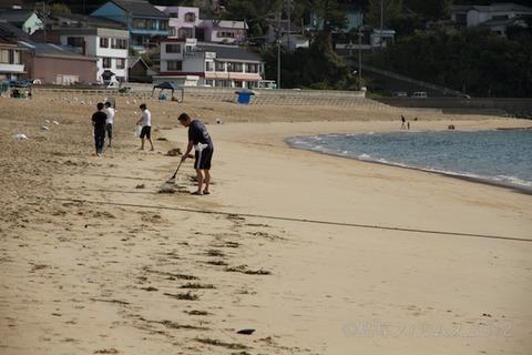 ウミガメ隊_クリーンアップ_2012-08-15 07-35-54