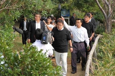 大村愛知県知事_篠島_トラフグ_2011-10-10 14-43-27