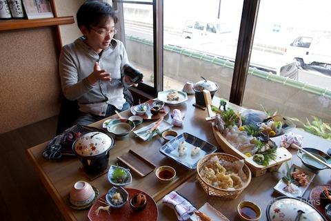 篠島まちづくり会_さらさらサラダ_しらっぴー_2011-12-25 12-18-17