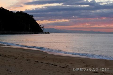 篠島前浜サンサンビーチ_朝日_ 2012-10-02 05-45-36