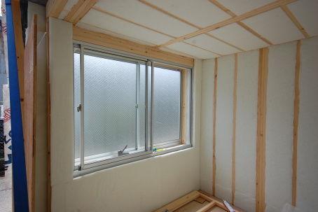 窓ユニットに吸音材の張り方。3