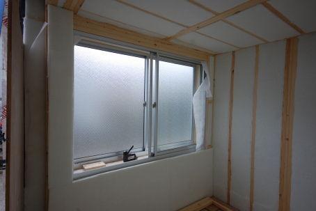 窓ユニットに吸音材の張り方。2