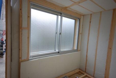 窓ユニットに吸音材の張り方。1