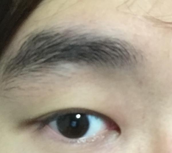 眉毛整えたことがないのだがこれって剃るべき?