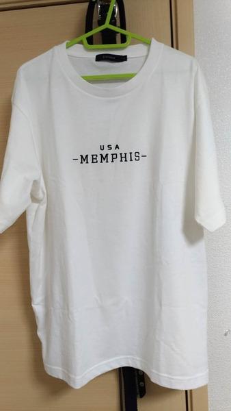 【画像】このTシャツの下って何履けばいいんだ?
