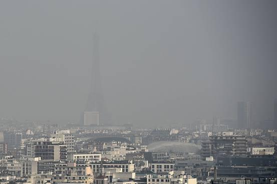 パリの大気汚染が深刻化 一時は世界最悪レベルに  パリの大気汚染が深刻化 一時は世界最悪レベルに