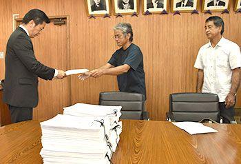 「選挙投票での1票以上の重さがある」石垣島の自衛隊反対派、1万4千人分の反対署名を提出