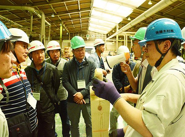 岐阜県、韓国の大工らを多数招き、日本伝統のヒノキを使った建築技術などを教える