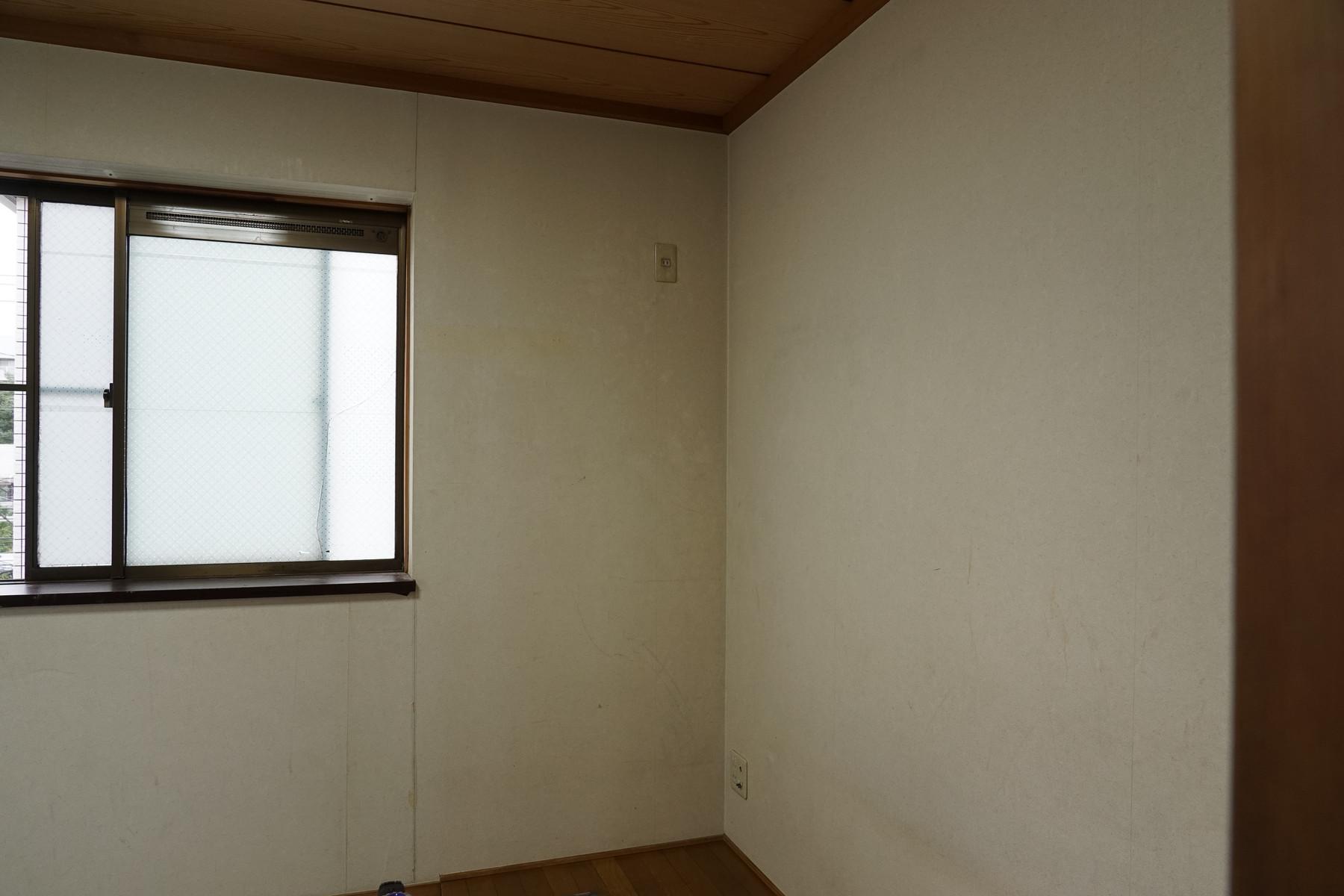 3 階和室の壁紙貼り替え と 畳をフロアタイルに貼り替えました 1