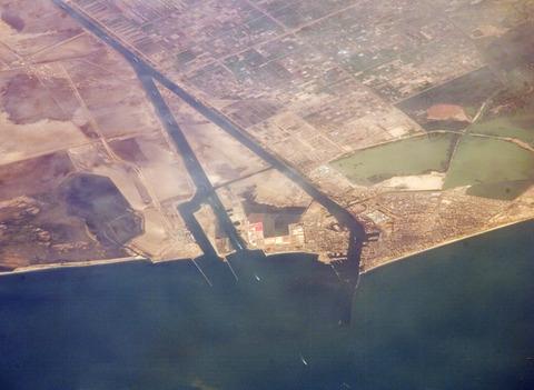 Suez_Canal,_Port_Said_-_ISS_2