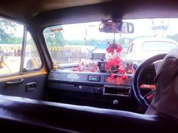 コルカタのタクシー車内