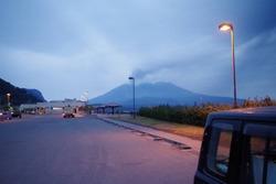 道の駅の駐車場から見る桜島