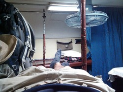 インドの2段ベッドの2階席