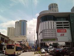 コムタ近くのショッピングモール