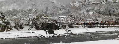 庄川に架かるであい橋