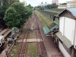 ヤンゴン駅のホーム